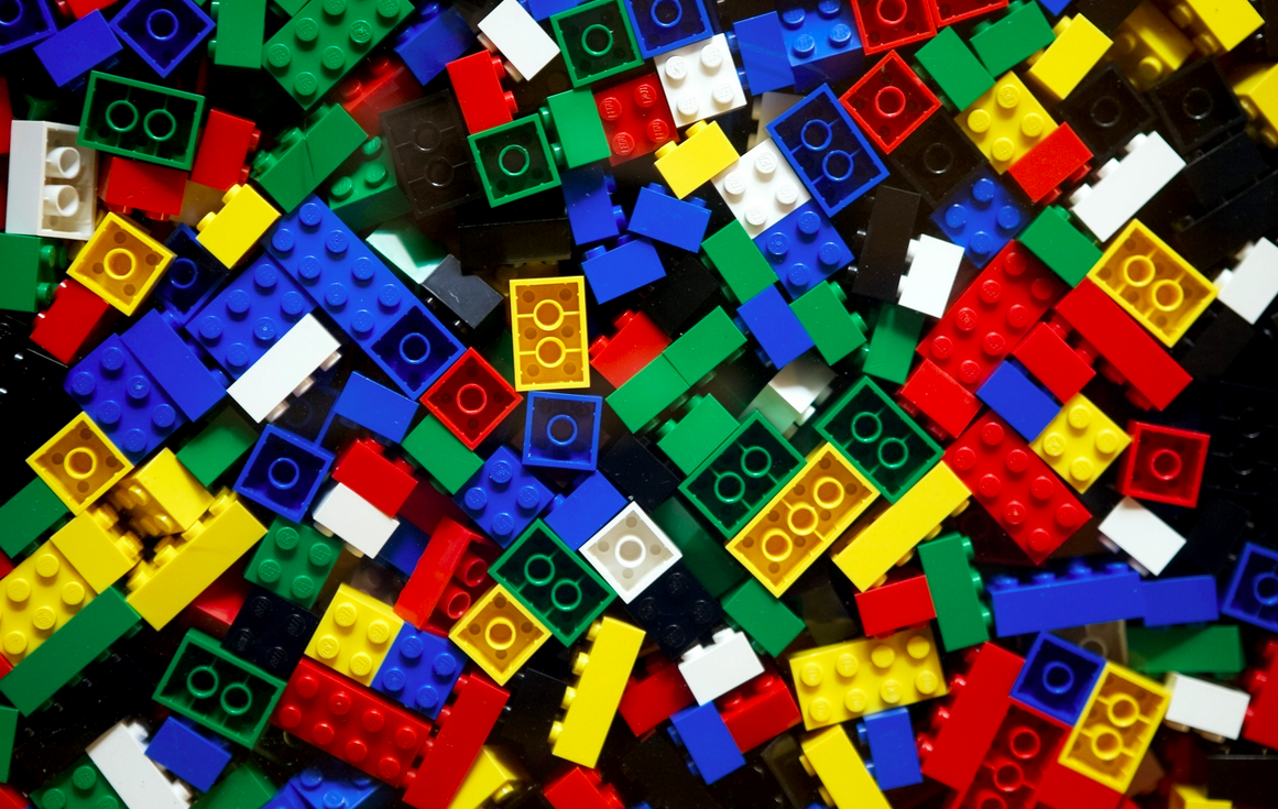 classic-building-toys-we-love-hero